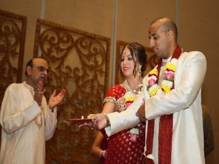 Groom And Bride With Yogeshbhai Joshi